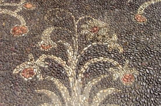 fiori mosaico di ciottoli