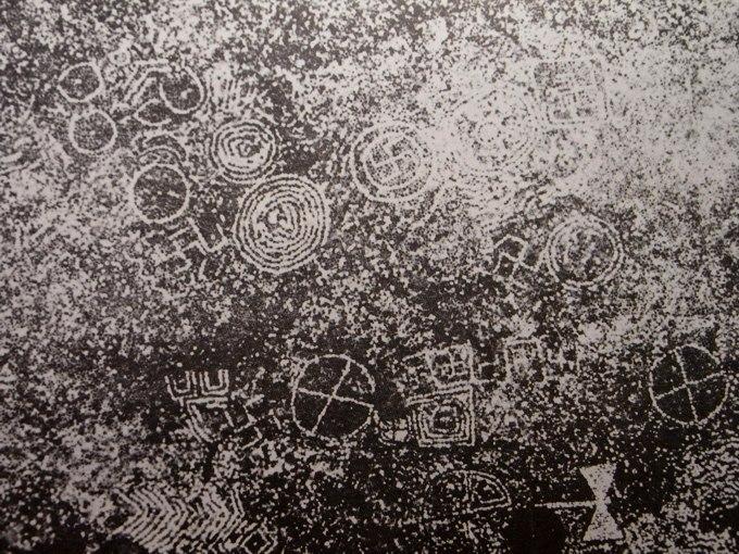 storia mosaico di ciottoli - olinto cerchie e svastiche