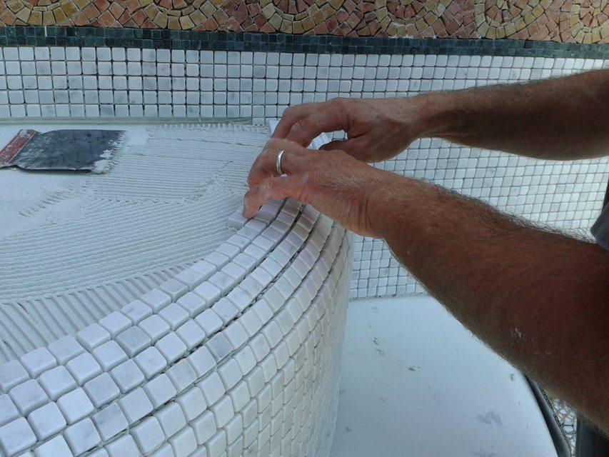 Posa mosaico piscina fase f 1 posa gradini 2 i mosaici del laboratorio san luca - Piscina rivarolo ...