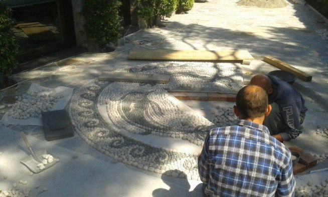 mosaico di ciottoli delfino