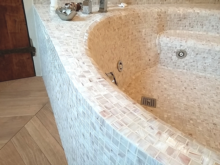 La vasca da bagno di mosaico i mosaici del laboratorio - Bagno turco in muratura ...