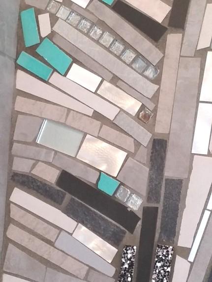 trencadis contemporaneo - mosaico di piastrelle rotte