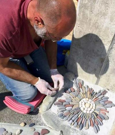 pebble mosaic maker